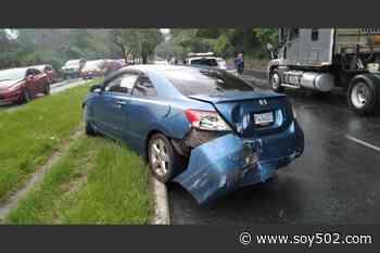 Automovilista derrapa en El Naranjo y complica tránsito en Mixco - Soy502