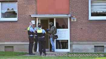 Mann misshandelte seine Frau zuvor schwer: Vier Kinder allein in Wohnung entdeckt - SEK-Einsatz in Krefeld