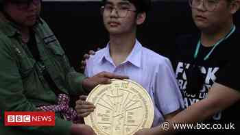 Thailand protests: Activists challenge monarchy by laying 'People's Plaque'