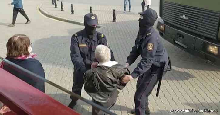 La protesta è donna, anziana arrestata a Minsk. Il suo nome è Nina Bahinskaya, 73 anni, era in testa al corteo contro Lukashenko