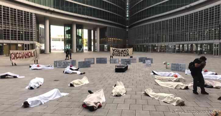 """""""Cacciamoli"""". A Milano il fashmob contro Regione e Comune delle Brigate volontarie, che aiutarono i cittadini durante il lockdown"""