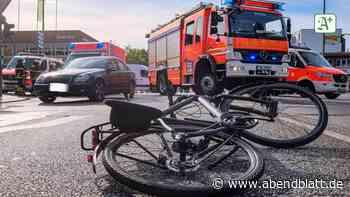 Wandsbek: Radfahrer bei Kollision mit Auto lebensgefährlich verletzt
