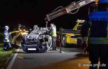 Alkoholisiert gegen Leitplanke: Autofahrerin (23) überschlägt sich - Trostberg - Passauer Neue Presse