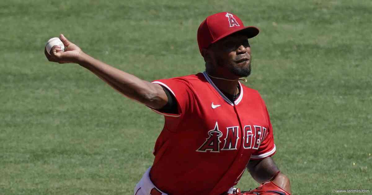 Julio Teheran has words with Joe Maddon after getting just three outs in Angels' loss