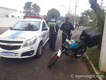 Em Esteio, adolescente é pego andando de moto com IPVA vencido - Agência GBC
