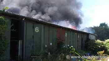 Zeugen gesucht: Lagerhalle in Stade brennt: Legten Kinder das Feuer?