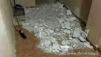 Paura a Fiumicino, crolla solaio davanti la porta di un alloggio popolare