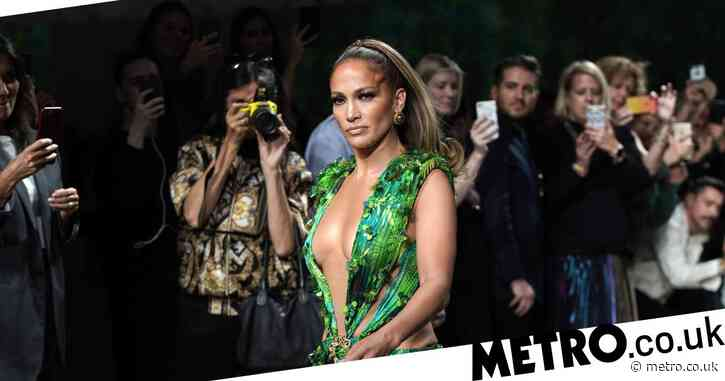 Jennifer Lopez casually reminds us she created Google Images with her iconic Versace dress