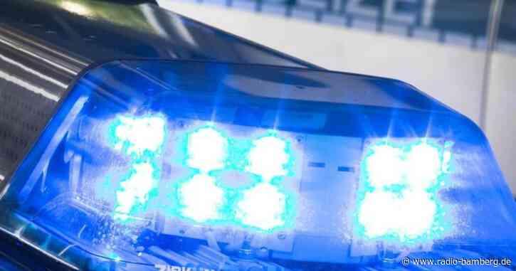 Unbekannter Täter beschädigt in Bamberg Wohnmobil mit Kürbis.