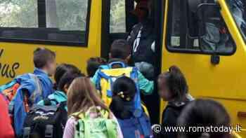 Orari sballati e operatori senza stipendio: è caos per il trasporto degli alunni disabili