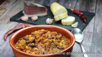 Rezept für speckiges Chili con Carne - ein deftiger Party-Topf