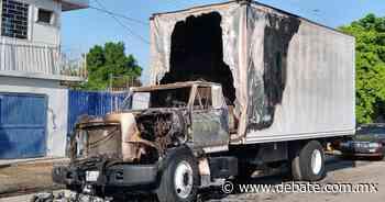 Se incendia camión de carga en la colonia Jiquilpan en Los Mochis, Sinaloa - DEBATE