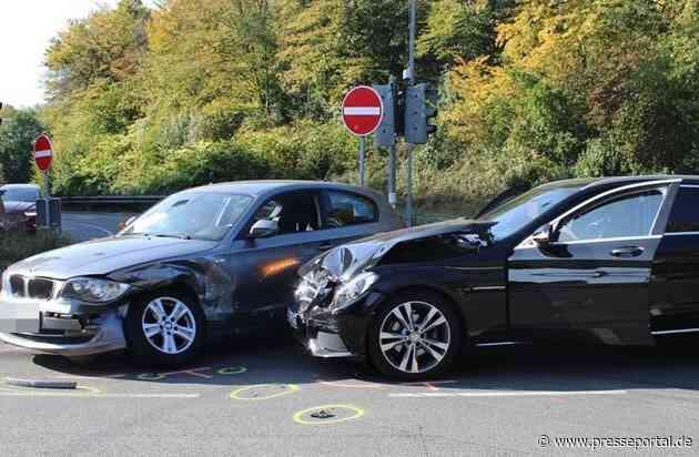 POL-RBK: Burscheid - Erheblicher Sachschaden und zwei Verletzte an der Autobahnausfahrt Burscheid
