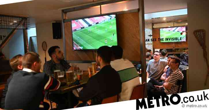 Fans in pubs risk missing the end of Premier League games due to new coronavirus curfew