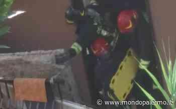 Crolla balcone a Caltanissetta, anziana travolta da macerie salvata dai Vigili del Fuoco - Mondopalermo.it