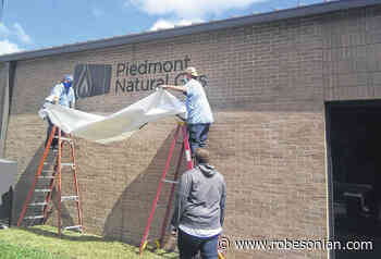 Piedmont Natural Gas' name unveiled on RCC building - The Robesonian