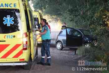 Automobilist in Lunteren raakt van zandpad en botst tegen boom - 112barneveld.nl