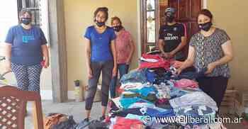 """""""Abrigando Almas"""" entregó ropa en el Bº Paraíso y fortalece su campaña solidaria - El Liberal Digital"""