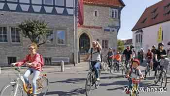 Demonstration in Bad Gandersheim: 120 Fahrradfahrer kritisieren Beseitigung der Fahrradschutzstreifen - HNA.de