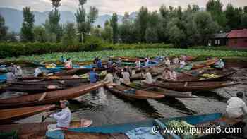 FOTO: Geliat Pasar Sayur Terapung di Srinagar - Global Liputan6.com - Liputan6.com