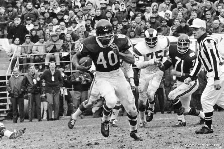 Gale Sayers, Chicago Bears running back great, dies at 77