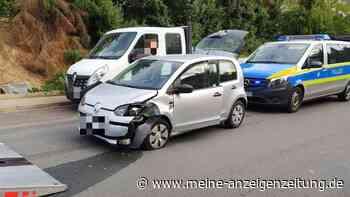 Wespe erschreckt Rollerfahrerin - 16-Jährige erleidet Crash im Gegenverkehr