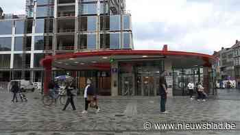 Liften in premetrostation Opera al wekenlang defect