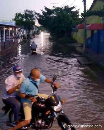 En Palmar de Varela crecen piscinas en calles al paso de las lluvías - diariolalibertad.com