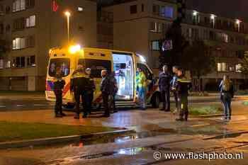 Man aangereden door auto Burgemeester Van Haarenlaan Schiedam - flashphoto.nl