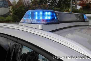 Frau in Herford schließt sich aus Furcht im Auto ein - Radio Herford