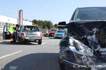 Unfall in Kesselsdorf: Mercedes kracht an der Ampel wartendem Nissan ins Heck! - TAG24