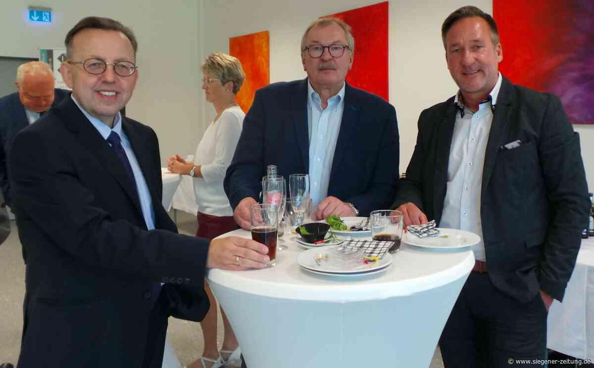 Südwestfälisches Studieninstitut Hagen: Erster Abschied für Landrat Frank Beckehoff - Siegener Zeitung