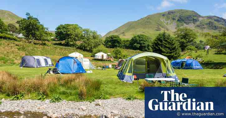 Uncertain half-term for UK holidays but bookings surge for 2021