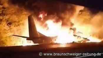 Unglück in Charkiw: Militärflugzeug in Ukraine abgestürzt: Tote und Verletzte