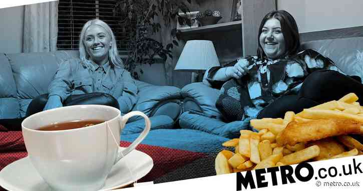 Gogglebox's Ellie and Izzi split viewers after revealing they drink tea with fish and chips