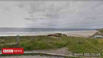 Cornwall kitesurfer dies after getting into difficulty