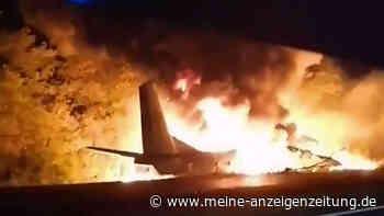 Flugzeug in Ukraine zerschellt: 25 Tote - Zwei Insassen retten sich mit Sprung - Video zeigt brennendes Wrack