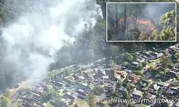Out of control bushfire threatens to destroy houses north-west of Sydney