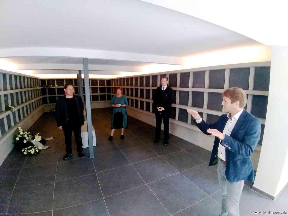 Stockhoff und Boos begutachten Ergebnis: Erweiterung des Kolumbariums auf dem Waldfriedhof Tüshausweg - Lokalkompass.de