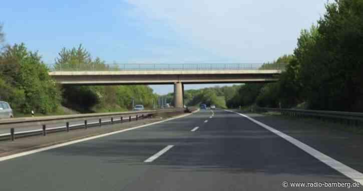 Unbekannte werfen Gegenstand auf A73 und treffen Auto