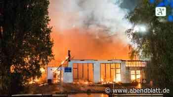 Brände: Brände in Bootshallen und Autowerkstatt fordern Feuerwehr
