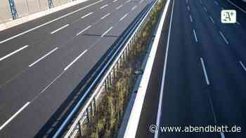 Unfälle: Autokran kommt von Fahrbahn ab: A23 stundenlang gesperrt