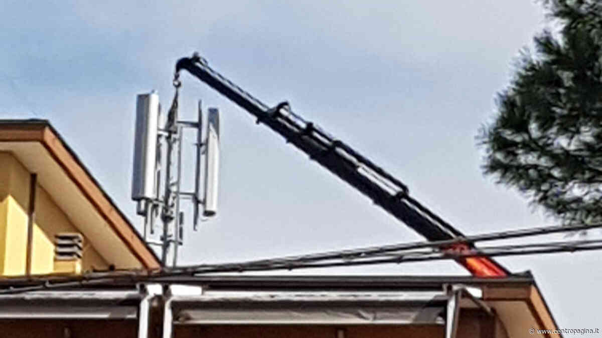 Senigallia: cittadini allarmati per l'installazione di un'antenna della telefonia mobile in Via Pola - Centropagina