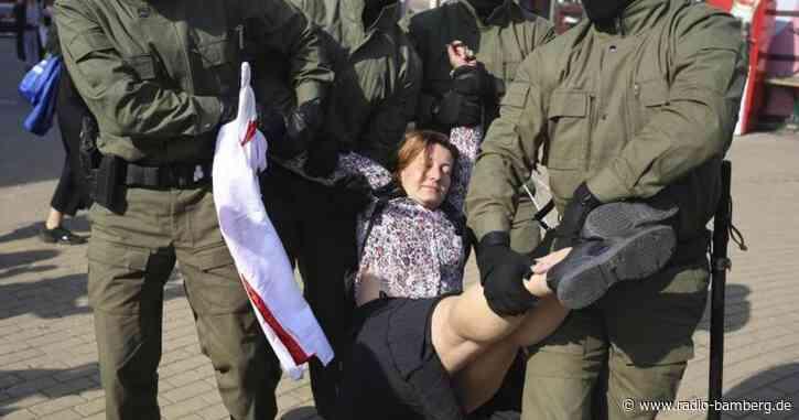 Frauen demonstrieren in Minsk gegen Lukaschenko