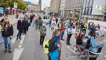 Jungfernstieg: Tierschützer demonstrieren gegen Versuchslabor LPT