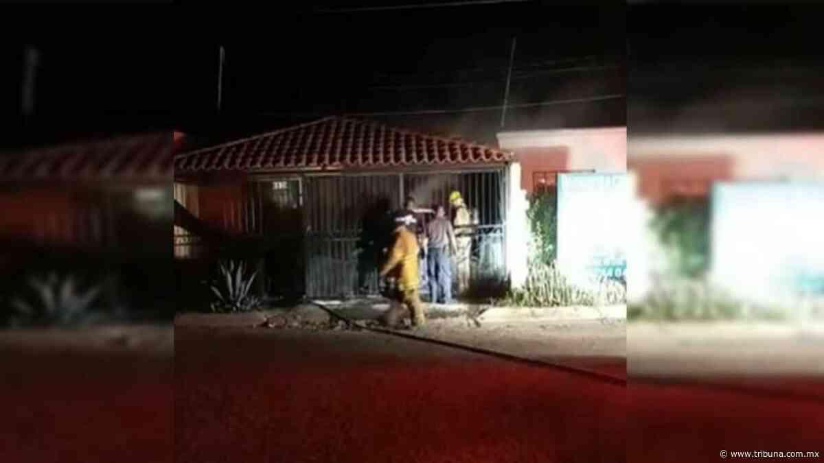 Vehículo en llamas dentro de una vivienda de Las Palmas moviliza a bomberos de Obregón - TRIBUNA