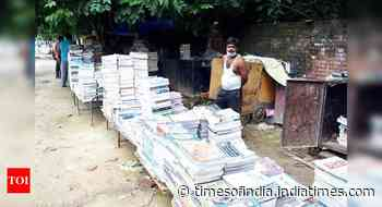 No sales, sellers of old books bank on sanitisers, masks to lure buyers - Times of India