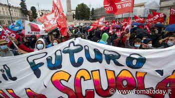 """Studenti in piazza a Roma contro il Governo: """"La scuola è un diritto"""""""