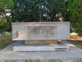 Il monumento ai caduti a Spinetta Marengo deturpato e abbandonato - Radiogold