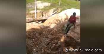 Campesinos en Simacota, Santander, piden ayuda tras quedar incomunicados por caída de puente - Blu Radio